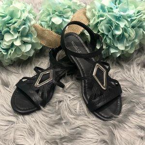 Black sandals size 6